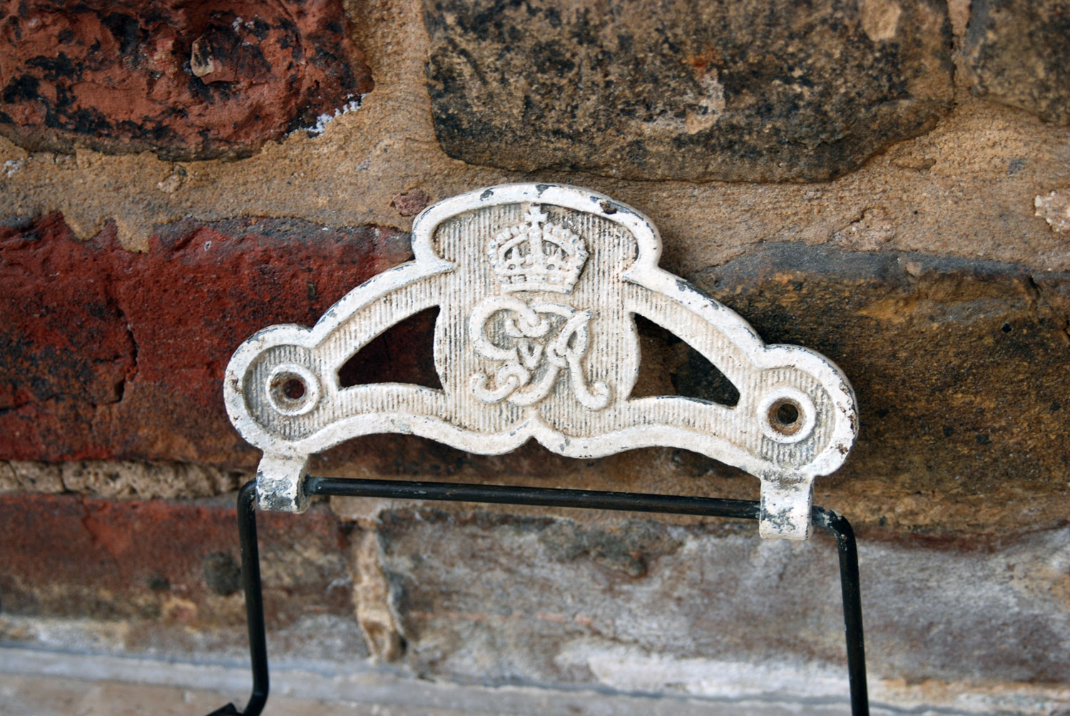rare 1930s antique toilet loo roll holder gr king george coronation crown emblem