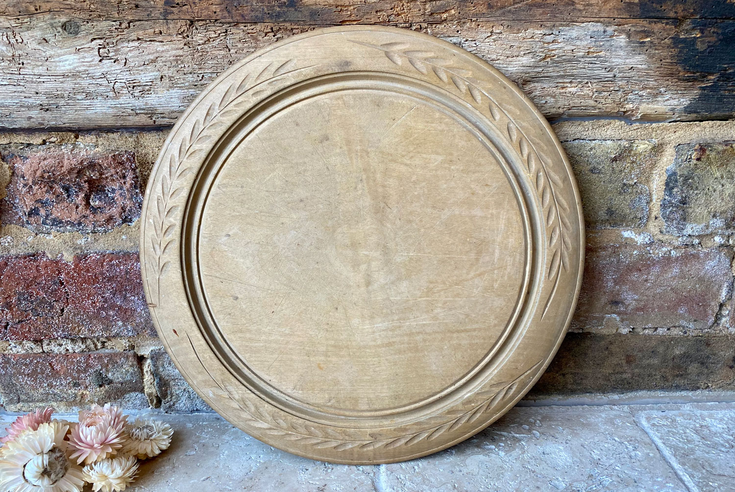 antique early 20th century wooden treen sycamore chip carved breadboard simple leaf pattern