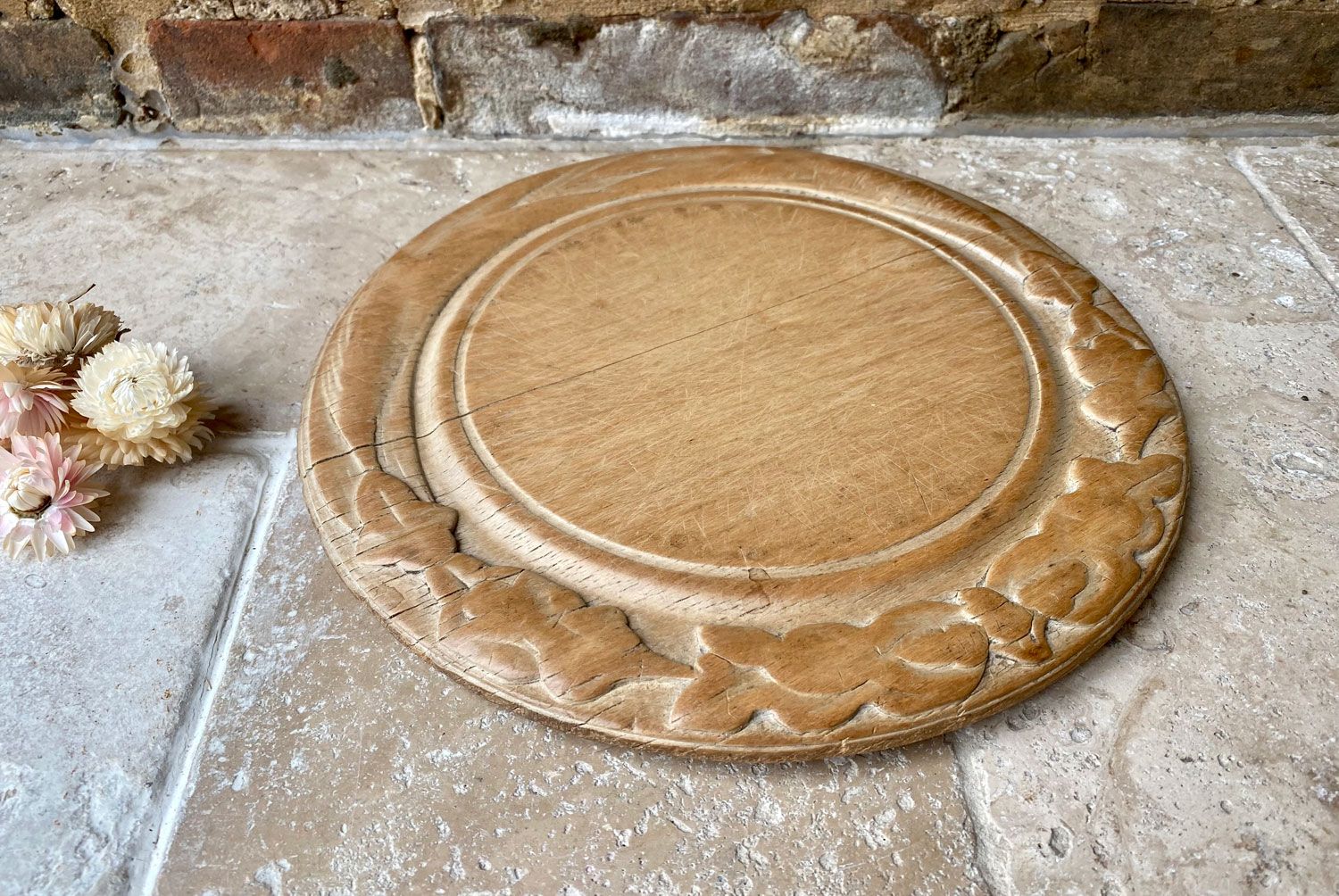 antique victorian carved english treen wooden sycamore breadboard bread board acorns oak leaves ivy garland